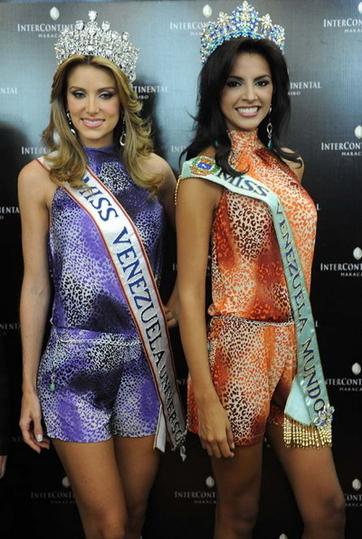 Ivian giành danh hiệu Hoa hậu Thế giới Venezuela trong cuộc thi Miss Venezuela 2010. Bên trái cô là Vanessa Goncalves, Hoa hậu Hoàn vũ Venezuela. Vanessa cũng vừa lọt vào Top 15 Miss Universe 2011 hồi tháng 9.