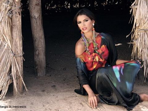 Tân Hoa hậu Thế giới là một người mẫu rất đắt show ở quê nhà.