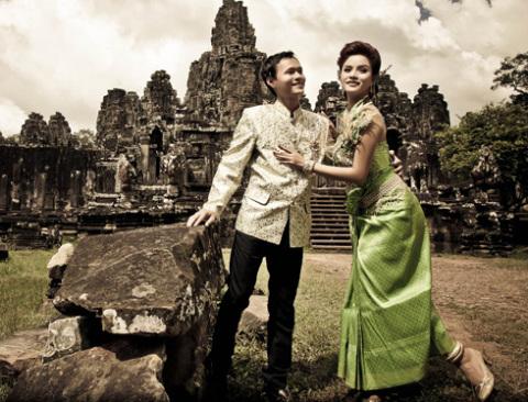 Đền nằm cách thủ đô Phnom Penh 240 km về phía Bắc.