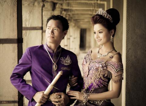Chú rễ là Trần Thanh Hải, người Việt gốc hoàng gia Camphuchia. Anh hơn nữ người mẫu 9 tuổi, là một doanh nhân.