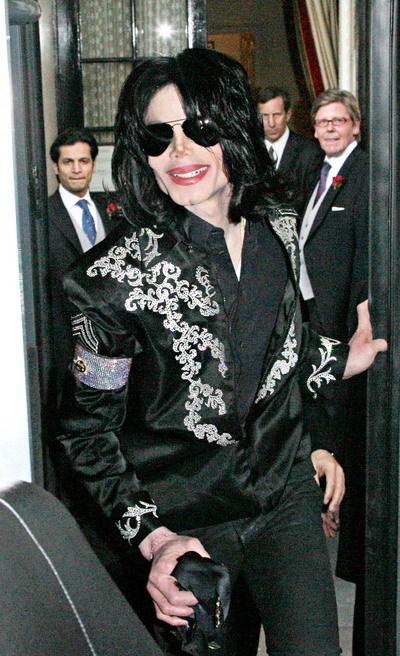 Đặt niềm tin không đúng chỗ, Vua nhạc Pop đã phải trả một giá quá đắt cho cuộc sống của mình. Ảnh: WEN.