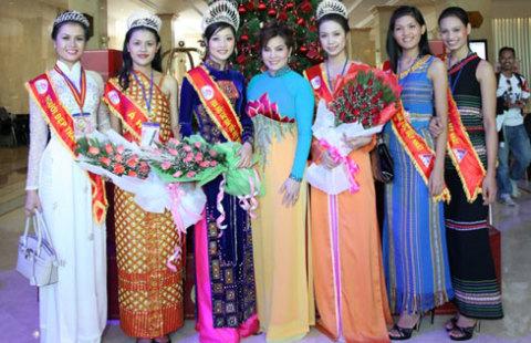 Ngay sau đêm đăng quang, Triệu Thị Hà cùng top 6 của cuộc thi và Hoa hậu Quý bà Kim Hồng - trưởng ban tổ chức đã bắt đầu chuyến từ thiện đầu tiên.