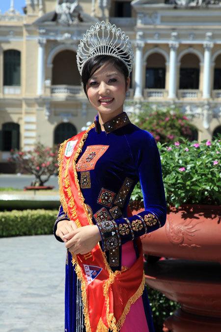 Triệu Thị Hà sinh năm 1992, cao 1,69 m, nặng 52,5 kg, số đo hình thể: 82-63-88. Người đẹp là sinh viên Đại học Kinh tế và Quản trị kinh doanh Thái Nguyên.