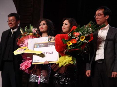 Thanh Thanh - Minh Hà của trường Đại học Ngoại thương giành giải nhất.
