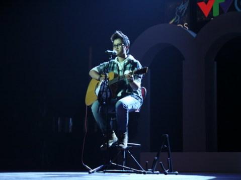 Thí sinh Lê Thị Phương Thảo tới từ trường THPT Chu Văn An, Thái Nguyên đem tới cho đêm chung kết một tiết mục tổng hợp, bao gồm liên khúc từ Rock Ballad cho tới Hip Hop, R&B.