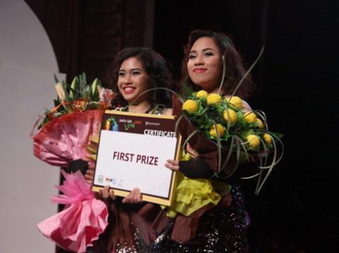 Minh Hà và Thanh Thanh tới từ trường Đại học Ngoại thương, Hà Nội xuất sắc giành giải nhất với phần trình diễn