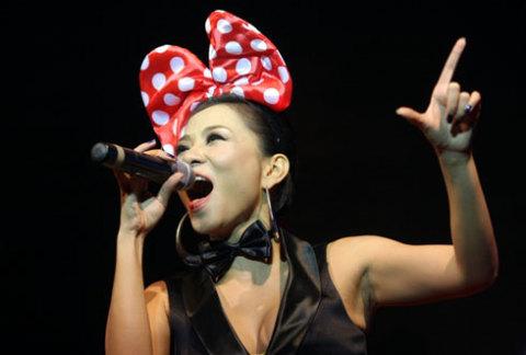 Giọng ca sinh năm 1977 khuấy động không khí với Taxi, Bay, Chuông gió.