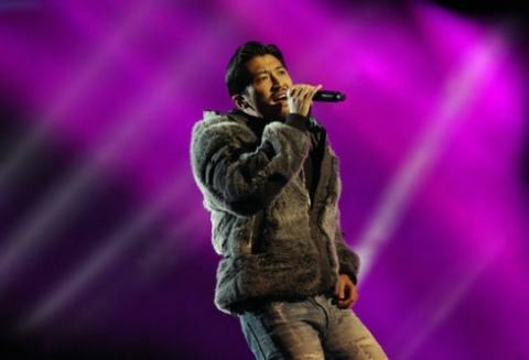 Đêm nhạc của đài Giang Tô còn có sự xuất hiện của ca sĩ Tạ Đình Phong,