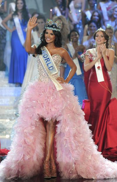 Hoa hậu Thế giới Venezuela, đương kim hoa hậu thế giới, sinh năm 1989, Ivian Sarcos là nữ hoàng sắc đẹp đầu tiên được Tổng thống Hugo Chavez mời gặp mặt. số đo ba vòng 90 – 61-90.