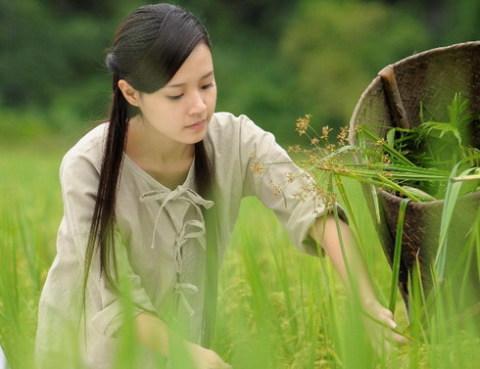Nét mong manh, thơ ngây của Midu khi vào vai nữ hiệp Hoa Xuân.
