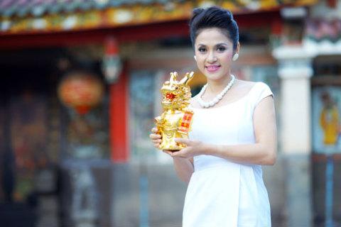 Việt Trinh hy vọng gặp nhiều may mắn trong năm rồng.