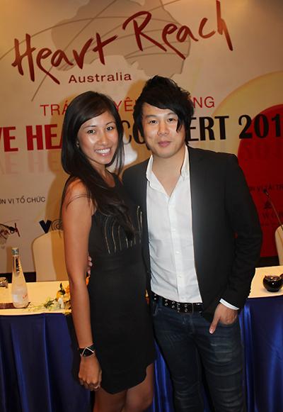 """Nghệ sĩ dương cầm Vân Anh (trái) và ca sĩ Thanh Bùi là hai đại sứ của tổ chức từ thiện """"Heart Reach Australia""""."""