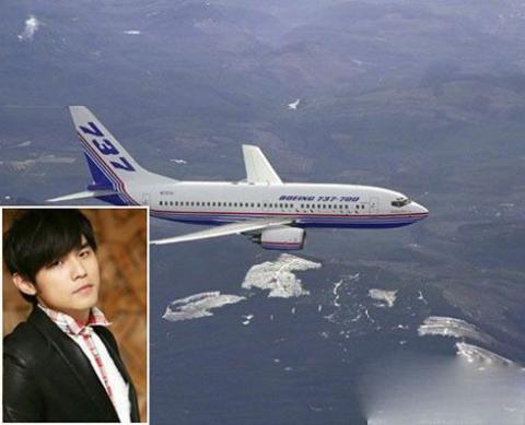 Châu Kiệt Luân với chiếc máy bay Boeing 737 trị giá 100 triệu nhân dân tệ ( khoảng gần 16 triệu USD). Ảnh: People.