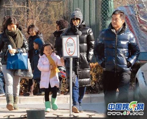 Vương Phi đang sống sung túc cùng chồng - Lý Á Bằng và con gái tại biệt thự sang trọng ở Bắc Kinh. Ảnh: 67.
