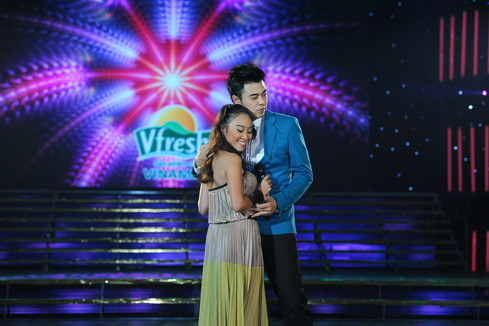 """Tuấn Tú nồng nàn bên Đoan Trang trong màn song ca """"Chỉ có đôi ta""""."""