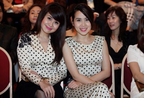 Chị em nhà Cải Bắp Lưu Thiên Hương và Lưu Hương Giang nổi bật với đồ đôi chấm bi đáng yêu.