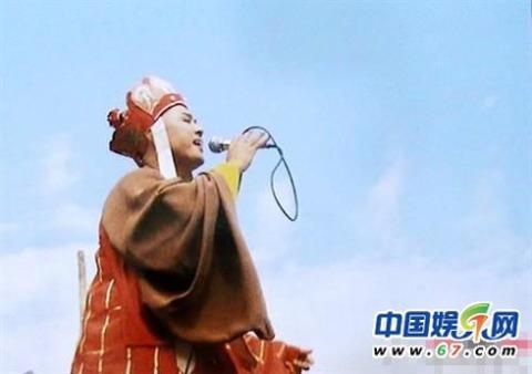 Sư phụ Đường Tăng đang cao hứng hát karaoke.