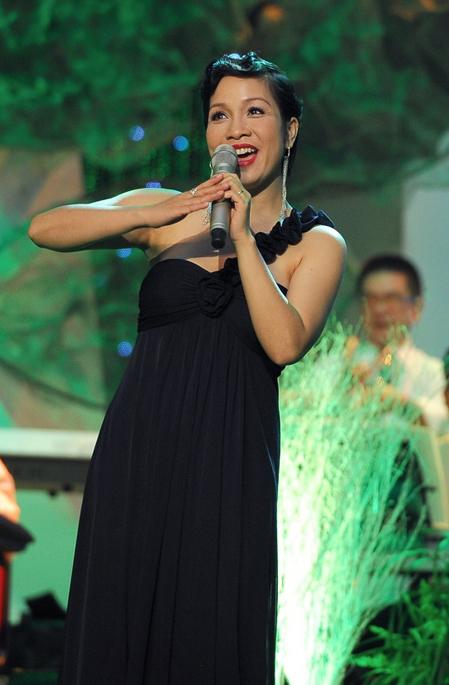 Mỹ Linh là ca sĩ hát kèm cùng thí sinh Trần Thị Thu Thủy.