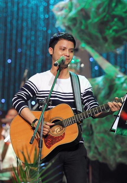 iếng hát mãi xanh 2012 khép lại với ca khúc chủ đề Hát cho đời mãi xanh do chính tác giả - nhạc sĩ Vũ Quốc Việt và các thí sinh của chương trình thể hiện, đã trở thành những giai điệu đẹp nối dài niềm đam mê âm nhạc và tình cảm dành cho sân chơi âm nhạc đặc biệt này trong tất cả mọi người.