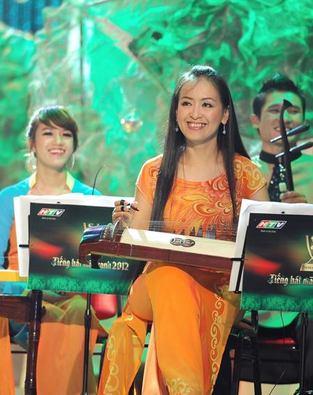 Trong đêm chung cuộc, 3 thí sinh đều chọn hát những ca khúc mang âm hưởng dân ca. Họ được nghệ sĩ đàn tranh Hải Phượng và dàn nhạc đệm đàn.