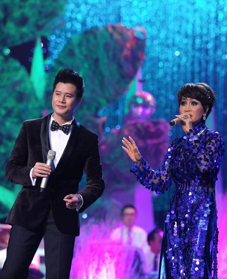 Tối 20/4, tại Nhà hát Hòa Bình, TP HCM, nữ ca sĩ nổi tiếng xuất hiện trong tràng pháo tay vang dội của khán giả. Thông tin Khánh Hà là ca sĩ khách mời ở đêm chung cuộc chương trình này được tiết lộ từ trước khiến nhiều người yêu nhạc mong chờ đến đêm diễn.