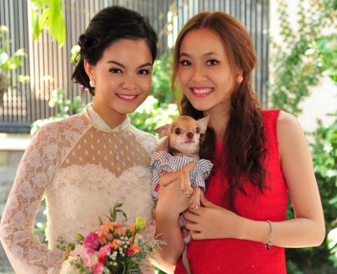 Quỳnh Anh bên chị dâu, vợ của nhạc sĩ Nguyễn Hà, anh trai Quang Huy.