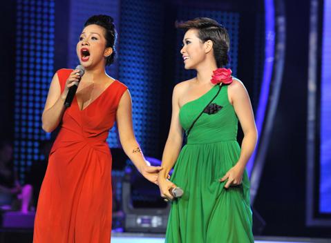 Uyên Linh và Mỹ Linh tại Vietnam Idol năm 2010.