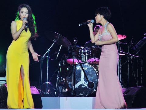 Phương Linh và Uyên Linh lần đầu song ca. Ảnh: Nguyễn Trung Hải.