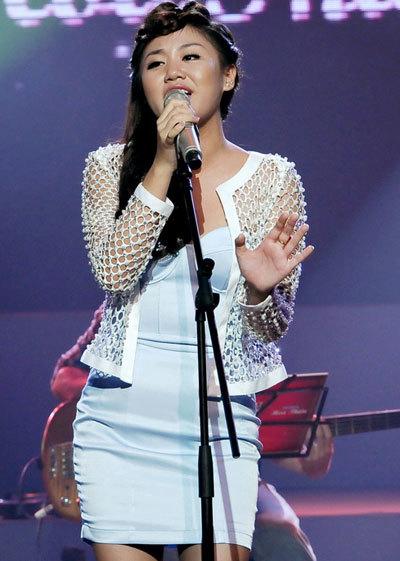 """Là nhân vật mở màn trong """"Dự án âm nhạc"""" của Bài hát Việt, Văn Mai Hương đã mang đến bốn ca khúc trong dòng nhạc teen: """"Nếu như anh đến"""", """"Ngày chung đôi"""", """"Hãy mỉm cười"""", """"Phút bối rối"""". Cô xuất hiện trong sáng và dễ thương trong một bộ trang phục khá đơn giản và phù hợp với lứa tuổi. Văn Mai Phương trình bày nhiều phong cách khác nhau; lúc nhẹ nhàng, lúc vui tươi nhí nhảnh và cũng có lúc đầy quyến rũ."""