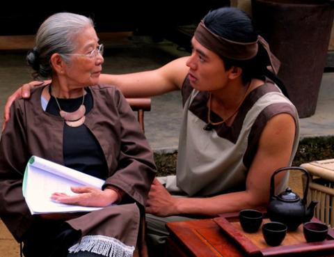 Ngọc Hiếu (phải) là một gương mặt mới toanh của làng điện ảnh Việt Nam.