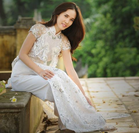 Tại cuộc thi Hoa hậu Việt Nam cô gây ấn tượng bởi sự niềm nở, nhẹ nhàng.
