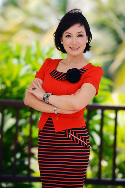 Hoa hậu Bùi Bích Phương hoãn chuyến công tác tại châu Âu để bay từ Đức về Đà Nẵng ngồi ghế giám khảo cuộc thi Hoa hậu Việt Nam 2012.