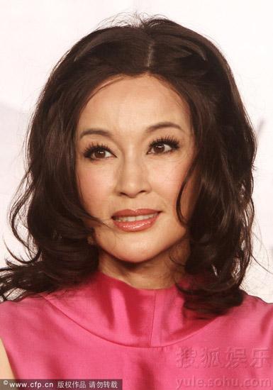 Gương mặt Lưu Hiểu Khánh khi nhìn gần vẫn lộ nét tàn tạ của tuổi già.