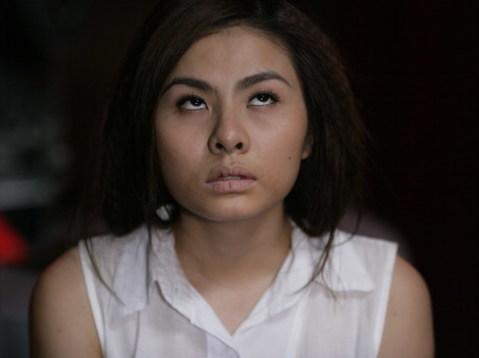 Vân Trang thể hiện cảnh nhân vật Ý Linh bị