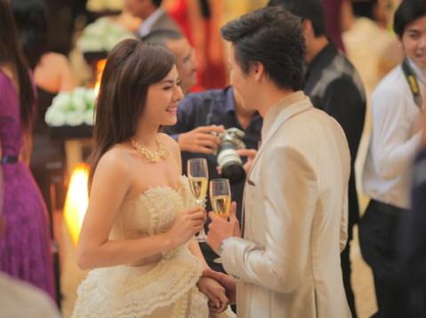 Nhân vật Ý Linh là một ngôi sao giải trí hàng đầu và được nhiều người ngưỡng mộ trong giới showbiz.
