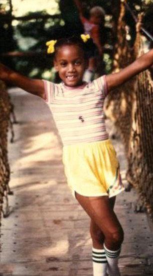 Mới đây, siêu mẫu nổi tiếng cũng chia sẻ những hình ảnh hồi bé của mình khi cô 11 tuổi. Tyra Bank cho biết, cô từng bất ngờ sụt tới hơn 13 kg trong vòng 3 tháng, khiến mọi người nghĩ Tyra Bank bị bệnh. Tuy nhiên, sau khi đến khám bác sỹ, sức khỏe của cô bình thường. Giám khảo Top Model cho biết, việc sụt cân vẫn ám ảnh cô cho đến tận bây giờ.