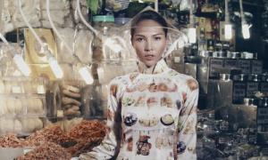 Minh Triệu mặc áo dài đi chợ Tết
