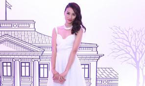 Huyền Trang diện váy trắng bồng bềnh