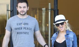 Christina Aguilera sinh con gái