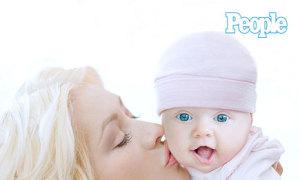 Christina Aguilera khoe con gái trên tạp chí