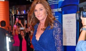 Bố dượng chuyển giới của Kim thuê stylist của Angelina Jolie