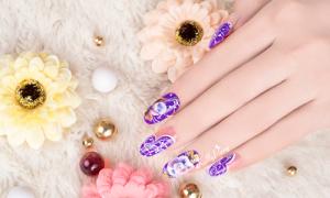 Vẽ nail hoa sắc tím cuốn hút