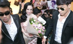 Angela Phương Trinh được vệ sĩ tháp tùng ra mắt phim mới