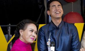 Hứa Vĩ Văn ngượng khi Việt Hương đòi hôn môi