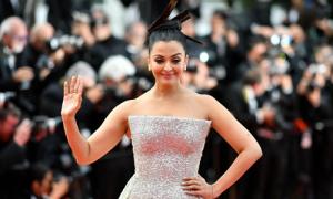 Cannes ngày 6: 'Hoa hậu đẹp nhất thế giới' thống trị thảm đỏ