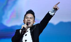 Tùng Dương 'lên đồng' khi hát nhạc Nguyễn Cường