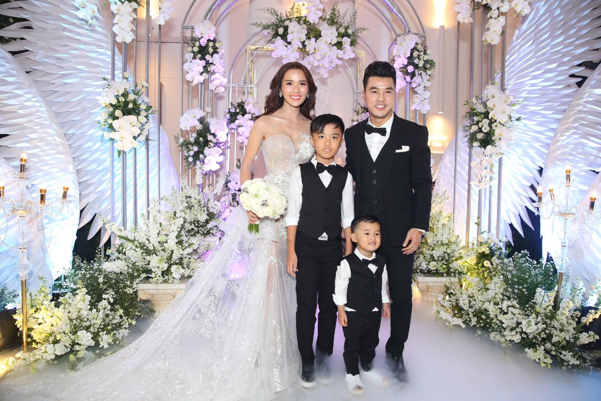 Đám cưới đầy cảm xúc của Ưng Hoàng Phúc, Kim Cương - VnExpress Giải trí