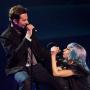 Lady Gaga và Bradley Cooper tình tứ khi biểu diễn 'Shallow'