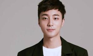 Ca sĩ Hàn tốt nghiệp đại học xuất sắc giữa bê bối phát tán ảnh sex