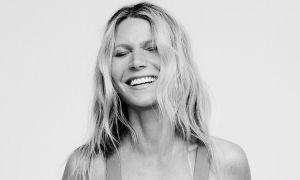 Gwyneth Paltrow ngực trần chụp ảnh